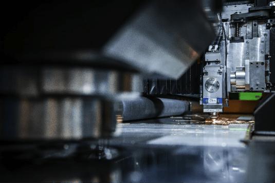 maquina-de-corte-laser-industrial